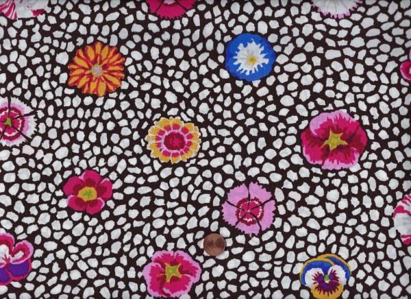 Kaffe Fassett Guinea Flower gp59 white